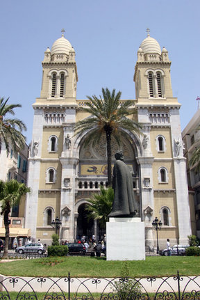 Picture - Front view of the Cathedral of St-Vincent-de-Paul in Tunis.