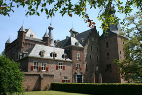 Picture - Exterior of the Doorwerth Castle.