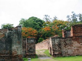 Picture - Ruins in Phra Narai Ratchaniwet (King Narai's palace).