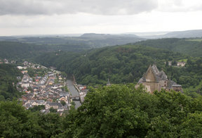 Picture - View over Vianden town and castle.
