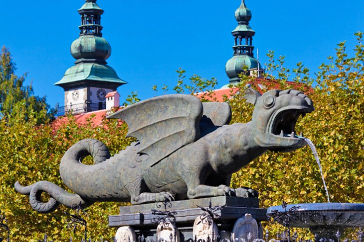 Neuer Platz and the Dragon Fountain