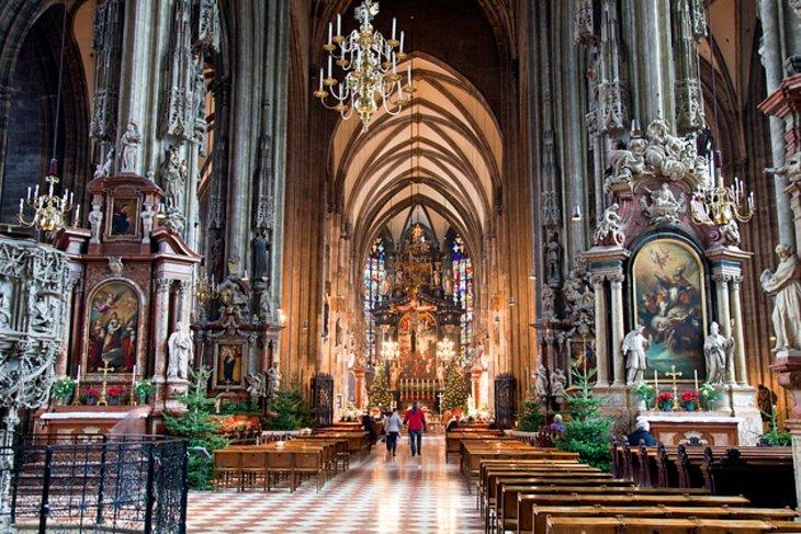 كاتدرائية القديس ستيفن، أحد المزارات السياحية في مدينة فيينا، النمسا