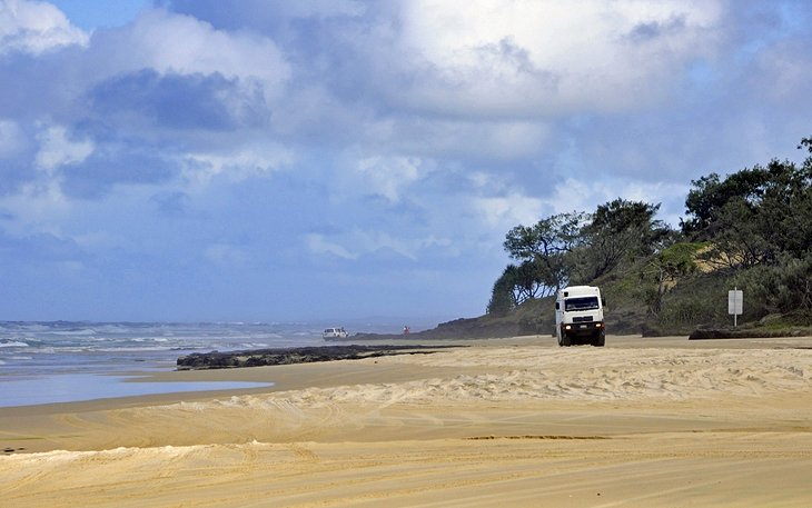 Four-wheel Drive on Fraser Island, Queensland