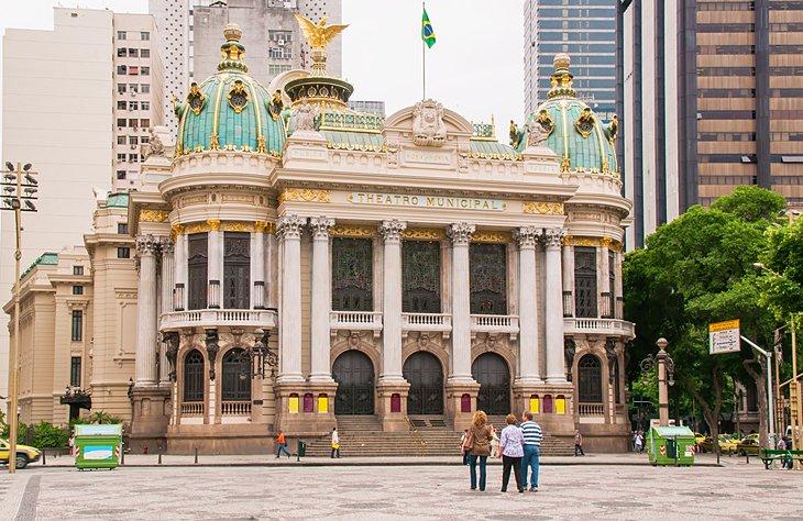مسرح البلدية من المعالم السياحية في مدينة ريو دي جانيرو البرازيلية