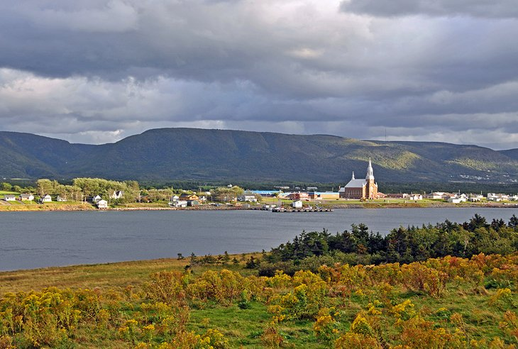 8 Top-Rated Tourist Attractions on Cape Breton Island | PlanetWare