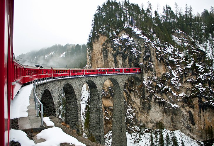 This image has an empty alt attribute; its file name is switzerland-st-moritz-glacier-express.jpg