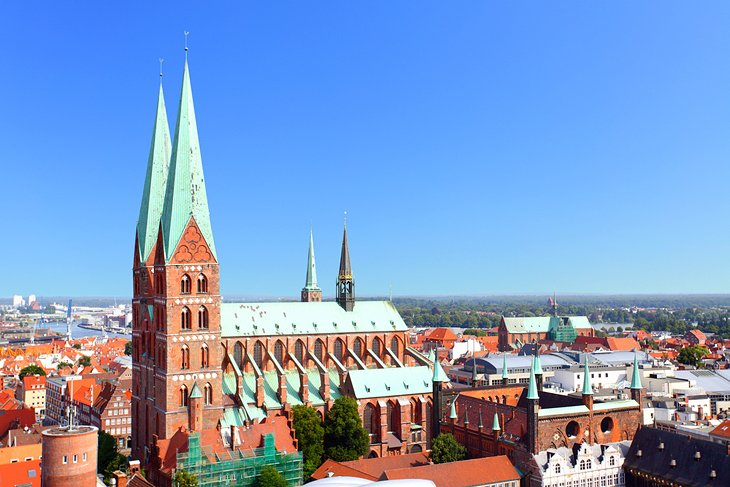 16 Top Tourist Attractions in Hamburg & Easy Day Trips | PlanetWare