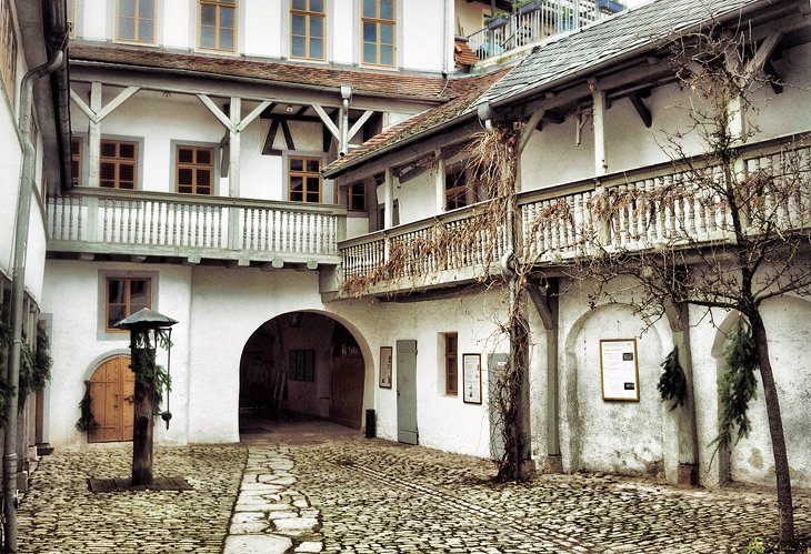 12 top tourist attractions in weimar easy day trips for Big houses in germany