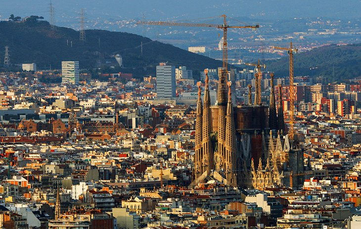 11 TopRated Tourist Attractions in Barcelona PlanetWare