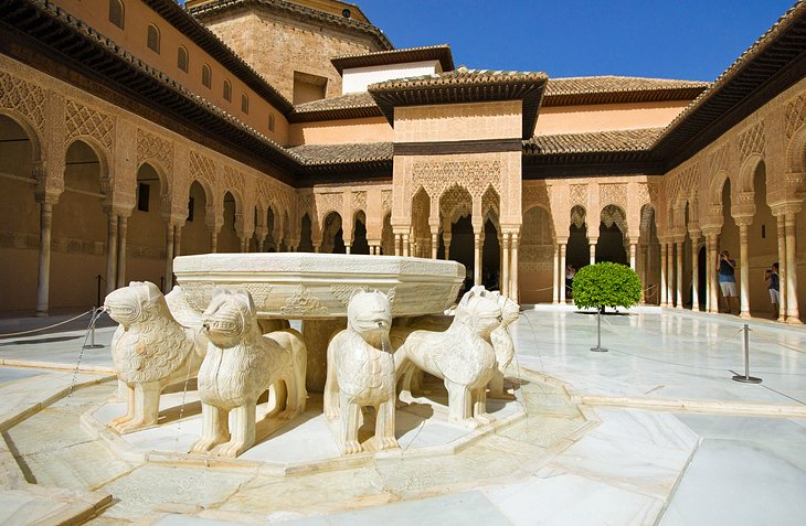 Patio de los Leones (Court of Lions)