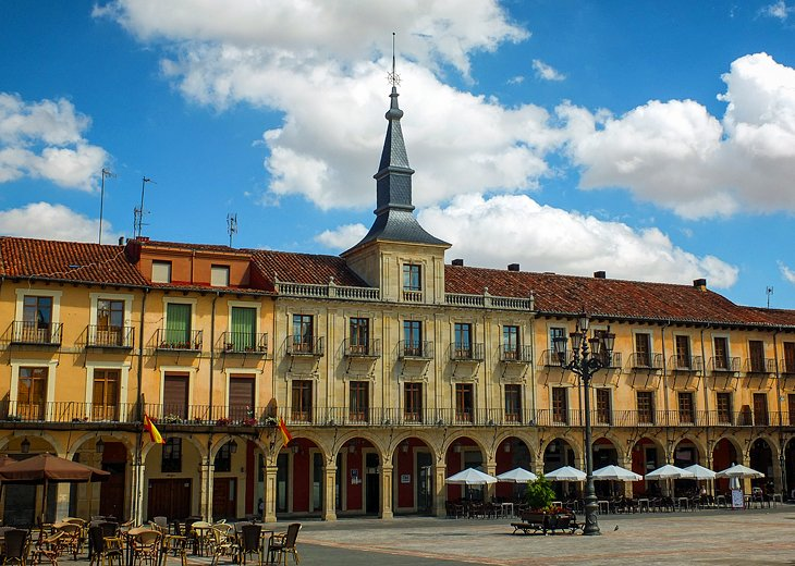 Plaza Mayor: León's Main Town Square