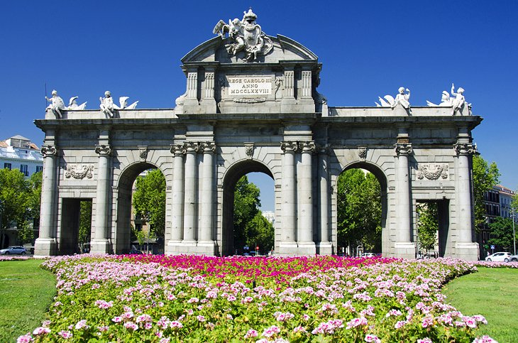 Puerta de Alcalá: A Grand Monument to the Spanish Monarchs