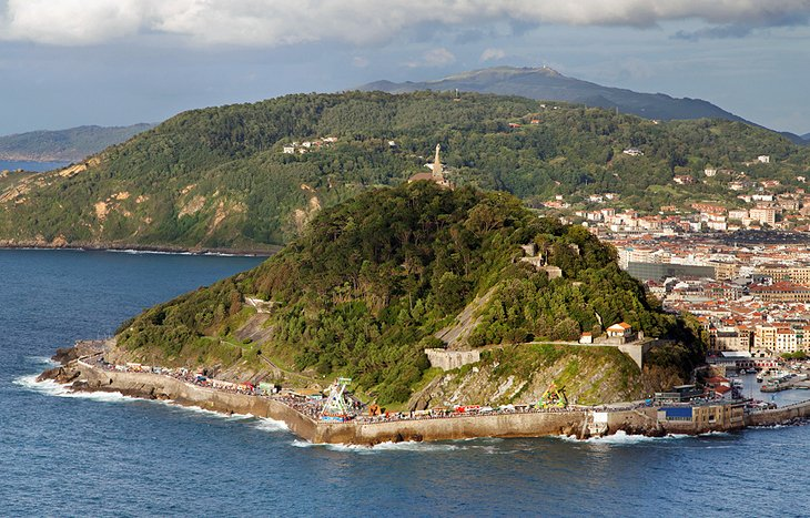 Monte Urgull & Monte Ulía: Historic Sites & Nature Walks