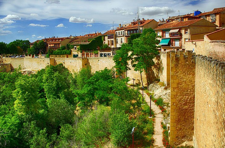 16 Top Tourist Attractions in Segovia & Easy Day Trips ...