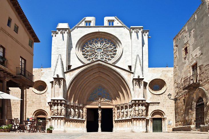 10 Top Tourist Attractions in Tarragona & Easy Day Trips | PlanetWare