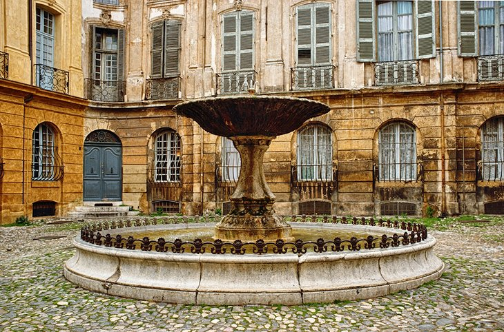 Fountain on Place d'Albertas