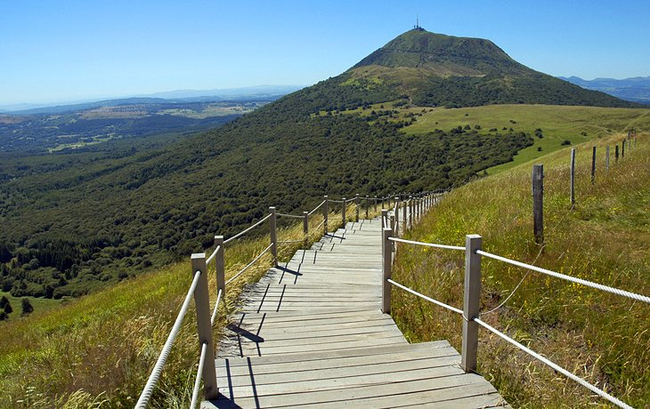 15 TopRated Tourist Attractions in Auvergne PlanetWare