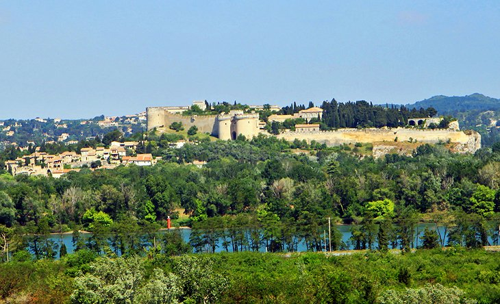 10 Top Tourist Attractions in Avignon & Easy Day Trips ...