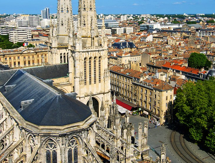 14 top tourist attractions in bordeaux easy day trips for Hotels near bordeaux france