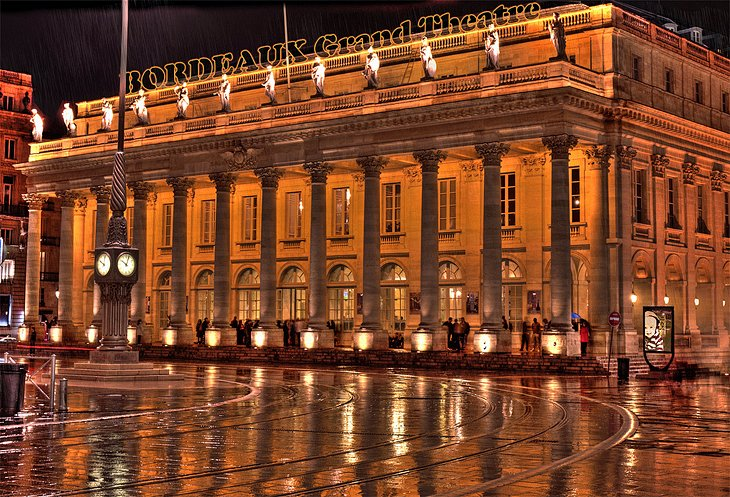 14 top tourist attractions in bordeaux easy day trips for Hotel piscine bordeaux