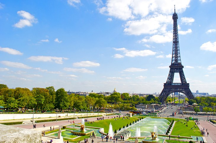 Visiting the eiffel tower highlights tips tours for Places to stay near eiffel tower