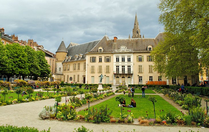 10 top tourist attractions in grenoble easy day trips for Maison de ville grenoble
