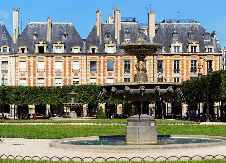 ميدان فوج، أحد المعالم السياحية في مدينة باريس، فرنسا