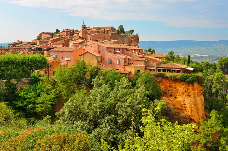 Hikes to the Most Beautiful Villages in the Luberon Mountains