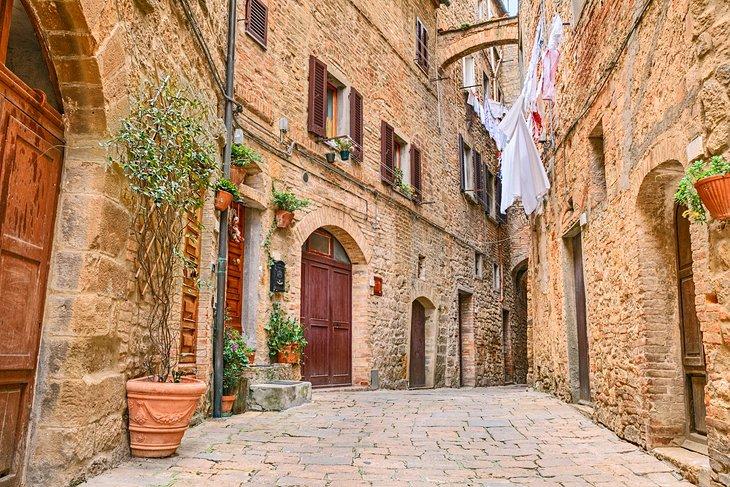 ولتررا، ایتالیا