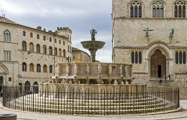 Fontana Maggiore and Piazza IV Novembre