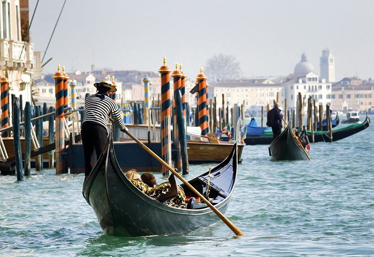 11 top things to do in italy planetware gondola in venice sciox Gallery