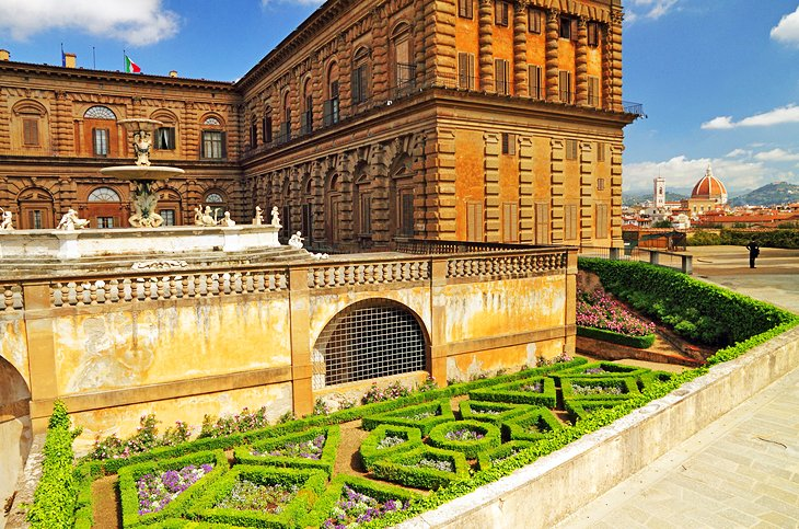 Exploring the pitti palace boboli gardens in florence a for Palazzo pitti