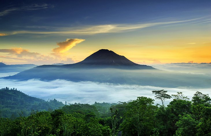 جبل باتور من أهم المزارات السياحية في بالي، إندونيسيا