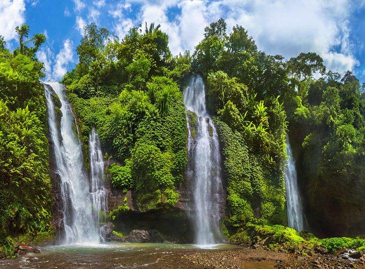 شلالات سيكمبول، بالي من المزارات السياحية في بالي، إندونيسيا