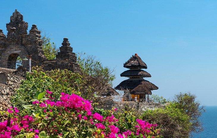 معبد أولواتو من المزارات السياحية في بالي، إندونيسيا