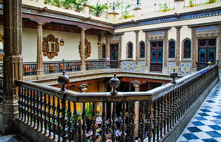 15 top rated tourist attractions in mexico city planetware for Casa de los azulejos en mexico