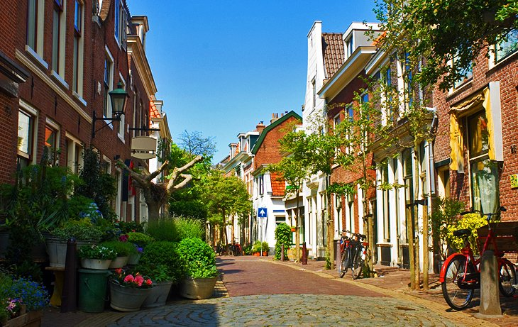 dating holland netherlands haarlem As well as being holland's tulip capital, haarlem was a manufacturing center producing wool amsterdam & the netherlands guidebook rick steves' europe: 12 new.