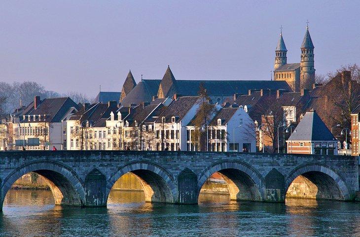 Know your Geography 2 - Page 2 Netherlands-maastricht-wilhelminabrug-st-servaasbrug