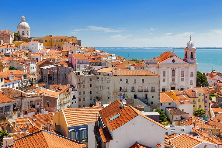 Lisbon's Old Quarter: 11 Top Attractions, Tours & Nearby Hotels | PlanetWare