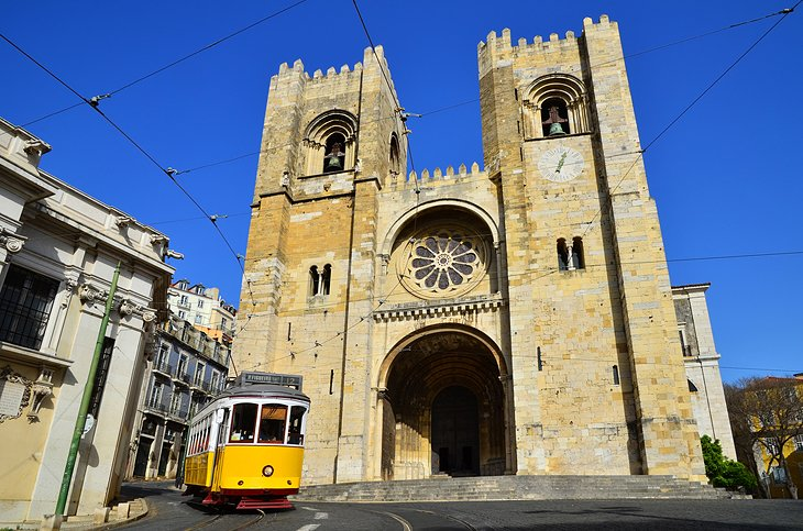 Sé: Lisbon's Imposing Cathedral