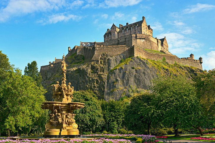 [Image: scotland-edinburgh-castle-day.jpg]