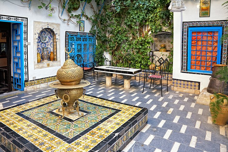 Visiting sidi bou said tunis 39 picturesque seaside suburb for Maison traditionnelle tunisienne