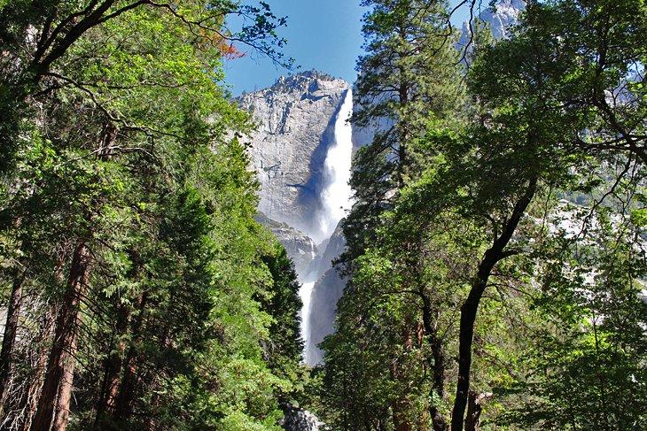 Sendero inferior de las cataratas de Yosemite