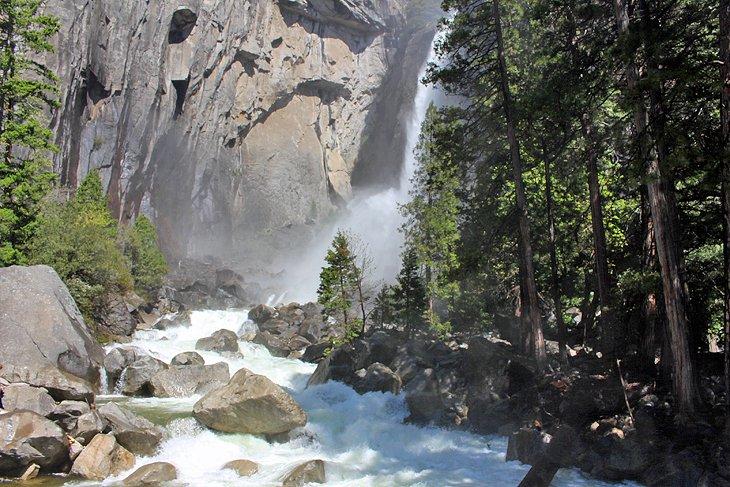 Base de las cataratas de Yosemite
