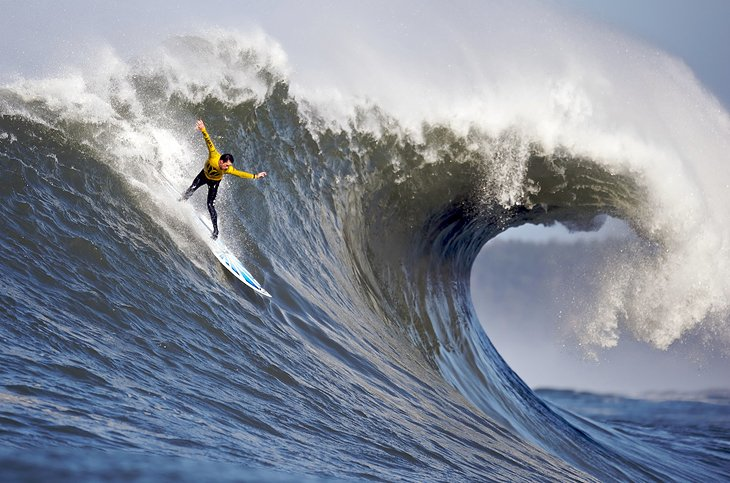 Mavericks Surfing Competition