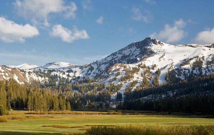 8 best ski resorts in lake tahoe 2018 planetware for Kirkwood elevation