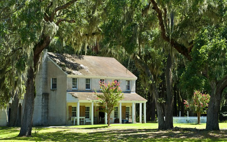 14 Top-Rated Tourist Attractions in Savannah | PlanetWare on bibb county ga map, tybee island map, salt lake city airport map, chicago o'hare airport map, seoul airport map, forsyth park map, charleston on us map, shreveport airport map, bonaventure cemetery map, nacogdoches tx map, atlanta map, galapagos islands map, downtown augusta ga map, ardsley park map, georgia map, vintage world map, savanna illinois city map, city of keller texas map, beantown trolley tour map, pickwick landing state park map,
