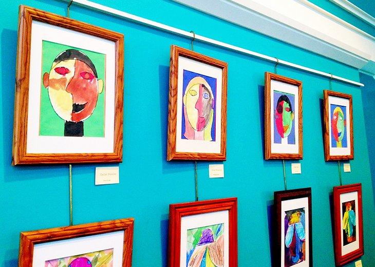 Exposición de arte para estudiantes en el Museo de Arte de la Isla Mackinac