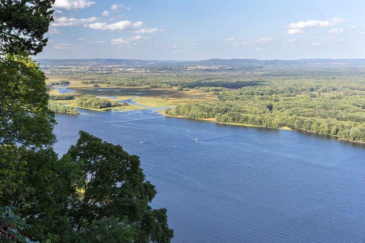Vista del río Mississippi desde el parque estatal Great River Bluffs