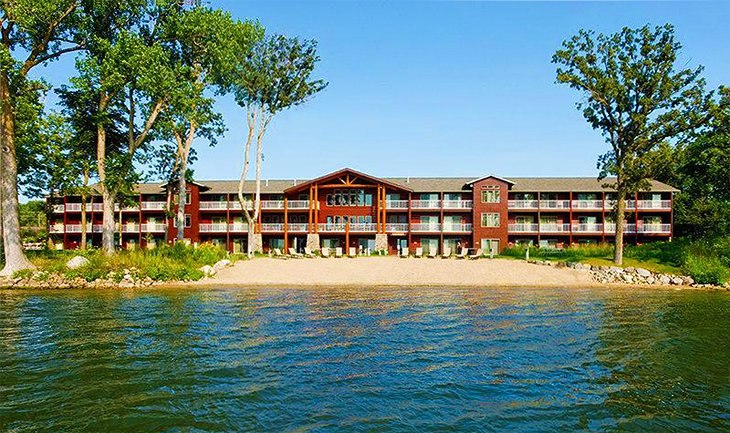 Photo Source: Best Western Premier The Lodge on Lake Detroit
